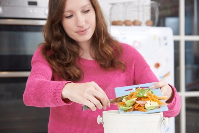 異臭の原因を断つ!キッチンのゴミ箱の臭いを予防する方法