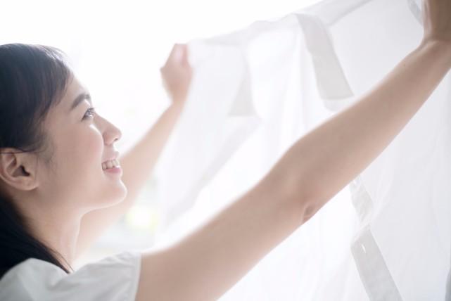 不潔感漂う「ワイシャツの黄ばみ」を落とす方法と予防するポイント