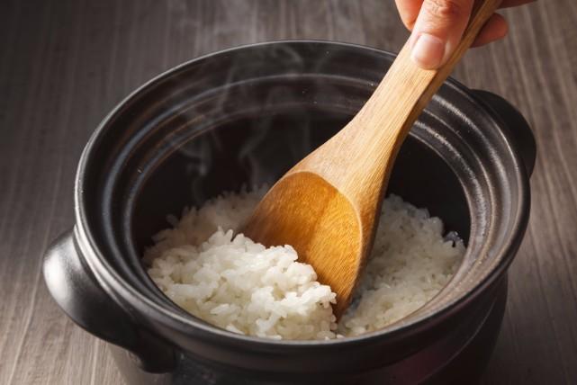 真っ黒鍋底にギョッ!土鍋の焦げ付きの原因と2通りの落とし方