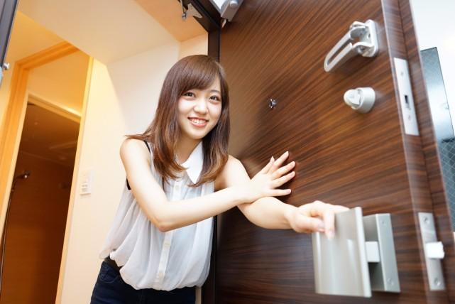 我が家の顔!「玄関」の床タイルの頑固汚れを掃除する4つの方法