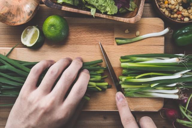 女性でも簡単にできる、「砥石」を使った包丁の研ぎ方とポイント