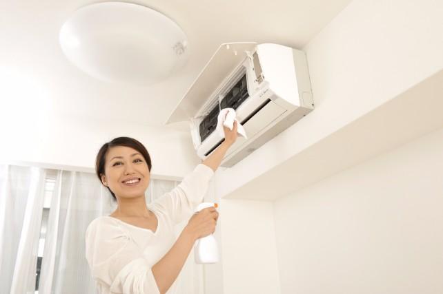 エアコンのすっぱい臭い対策!快適に過ごせるお掃除テクニック