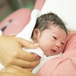 「早期母子接触(カンガルーケア)」の気になる効果やリスクについて