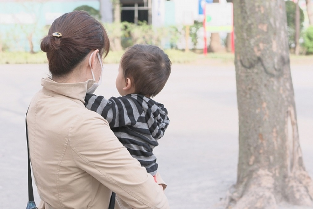 赤ちゃんの目に「目やに」ができる4つの原因と正しい取り方