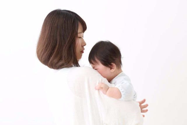 赤ちゃんの便秘の主な原因は2つ!「綿棒浣腸」のやり方もご紹介