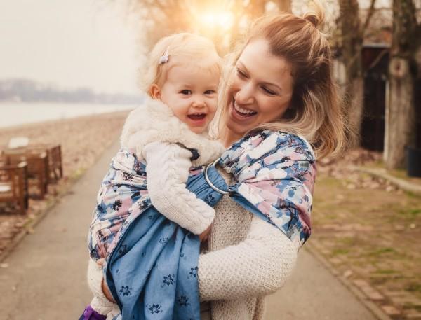 赤ちゃんの抱っこが簡単にできる「スリング」の正しい使い方