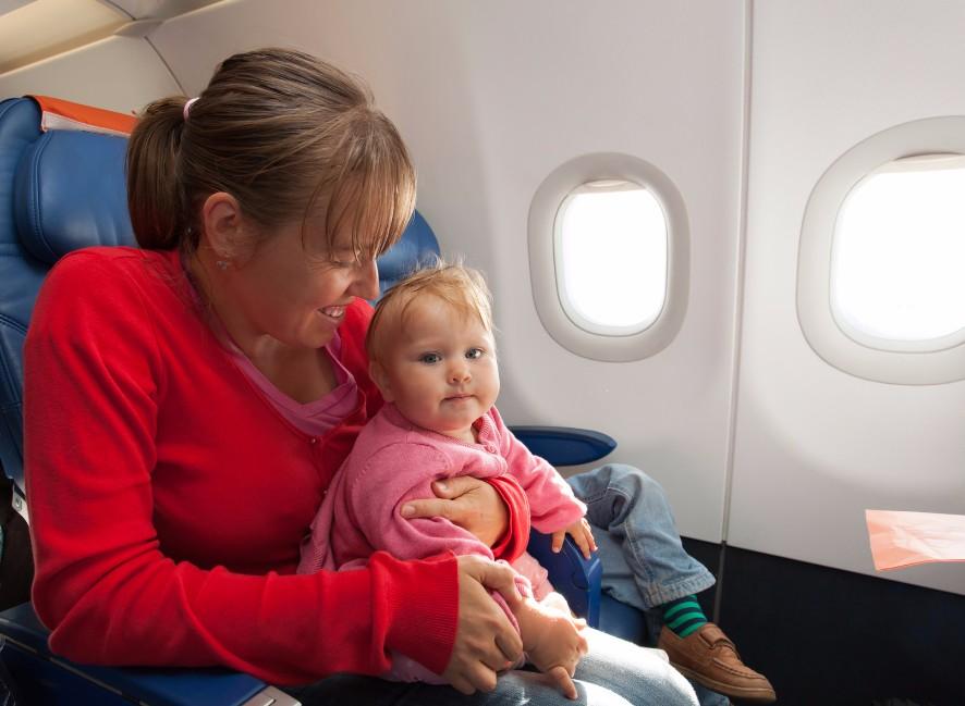 初旅前に知っておいて!赤ちゃんと飛行機に乗る時に気をつける6つのこと
