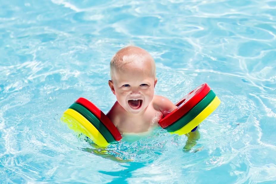 生後6ヵ月からできる習い事「ベビースイミング」のメリットとデメリット