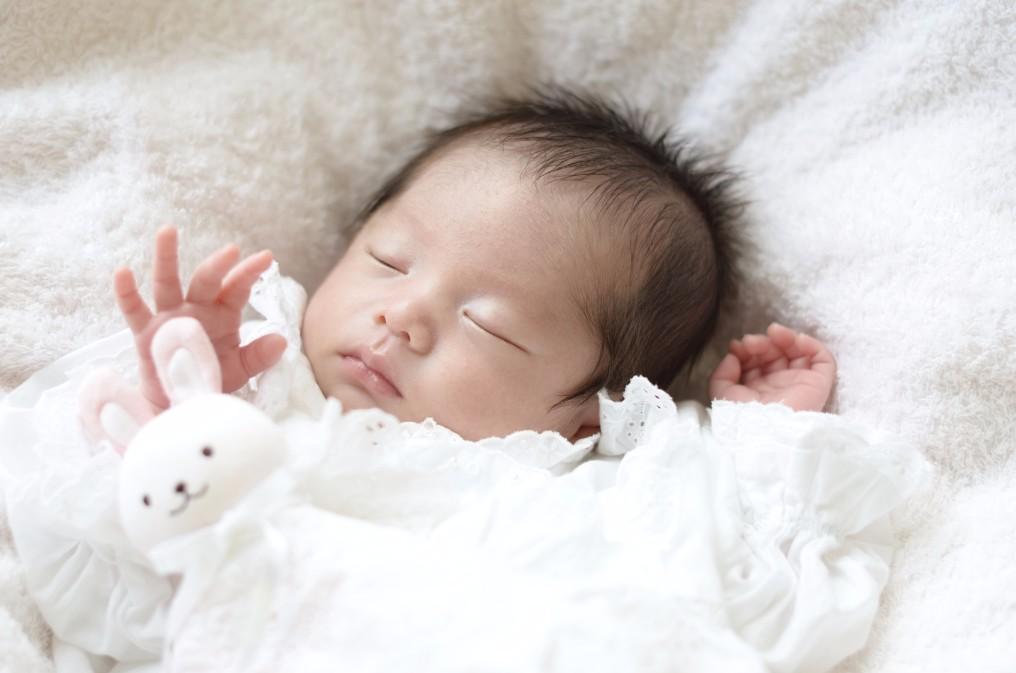 赤ちゃんの顔の向きが気になる時に、簡単にできる「向き癖」の治し方5つ