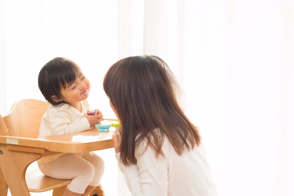 子供の黒目の位置が変かも?「斜視」の原因と矯正治療の内容