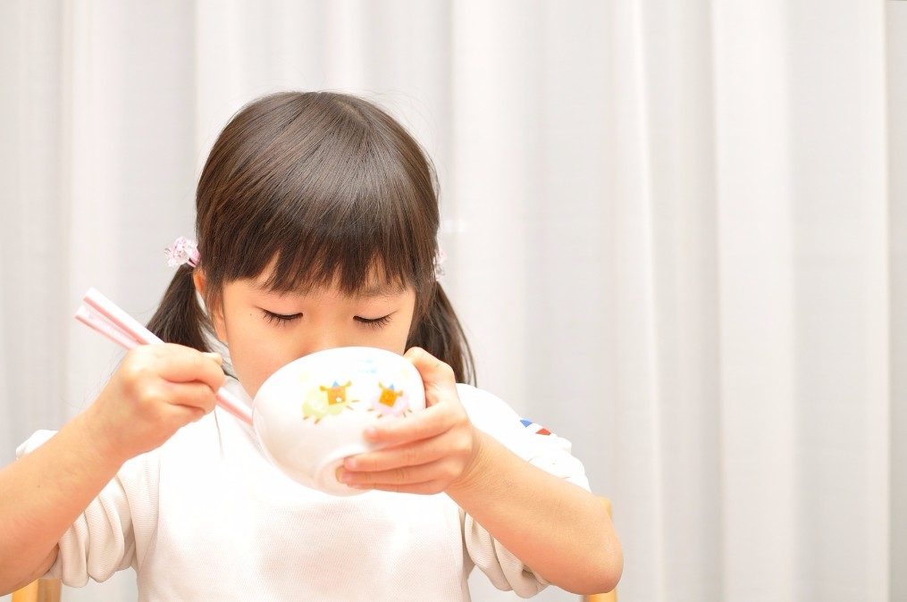 ついにデビュー!子供にお箸の持ち方を教える4つのタイミングと教え方
