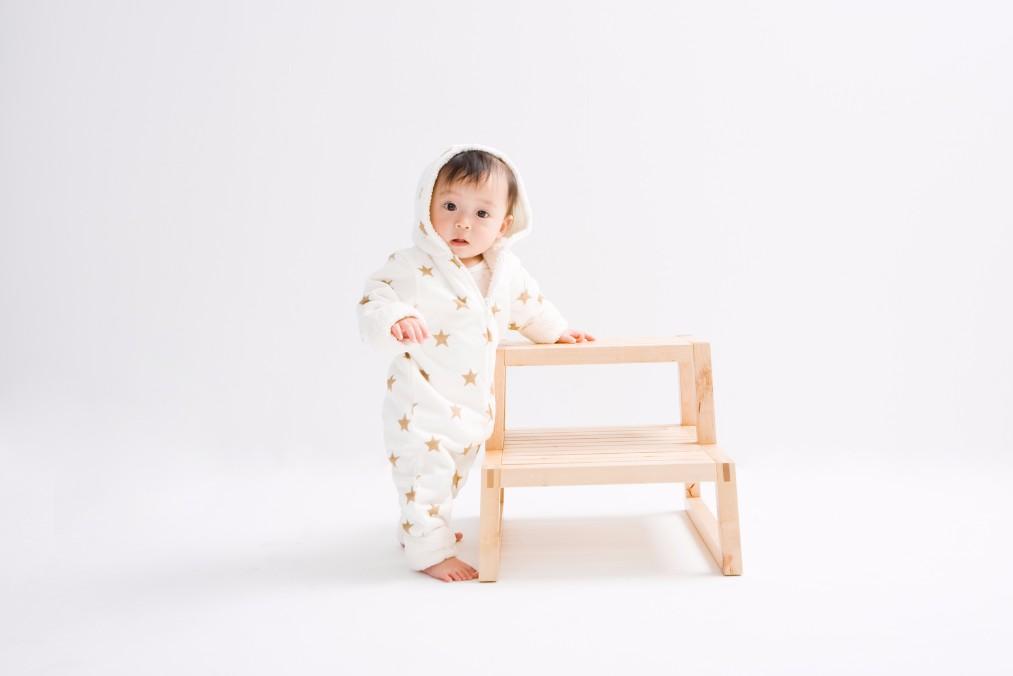 伝い歩きの赤ちゃんが、本格的に1人で歩き始めるのはいつから?