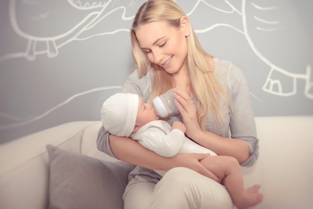 赤ちゃんがミルクを飲まない時に、よくある7つの理由と対応策