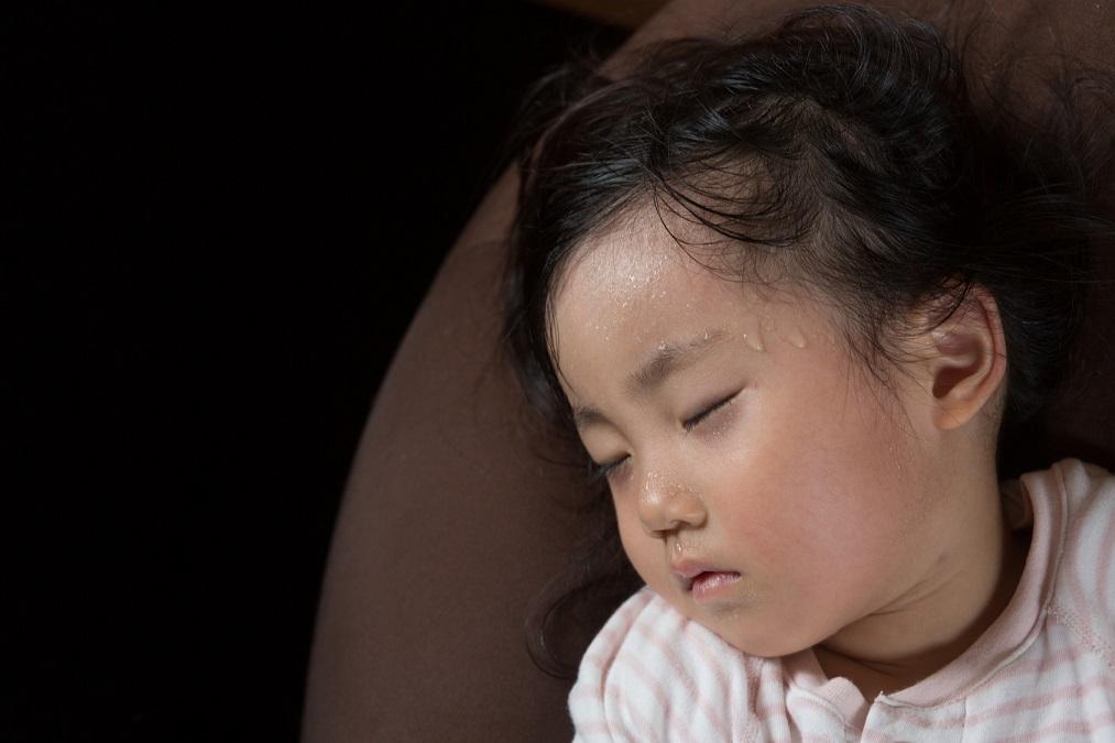 汗っかきな赤ちゃんをあせもから守るセルフケアと5つの予防法