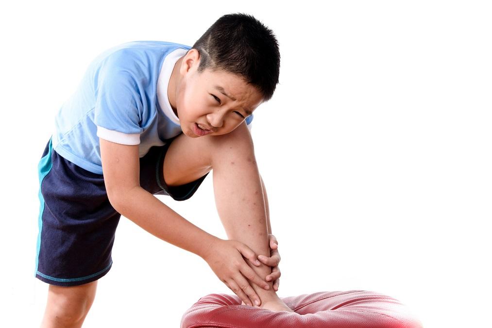 成長の証だけど辛そう。子供の「成長痛」の原因と4つの対処法