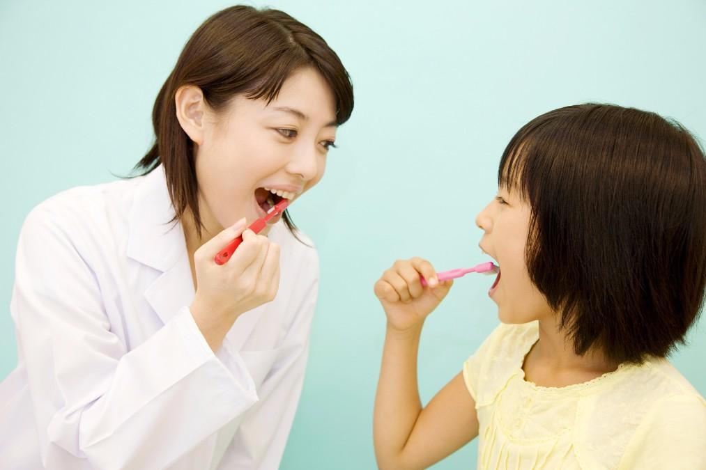 歯磨き粉はいつから子供に使わせる?選び方のポイント4つ