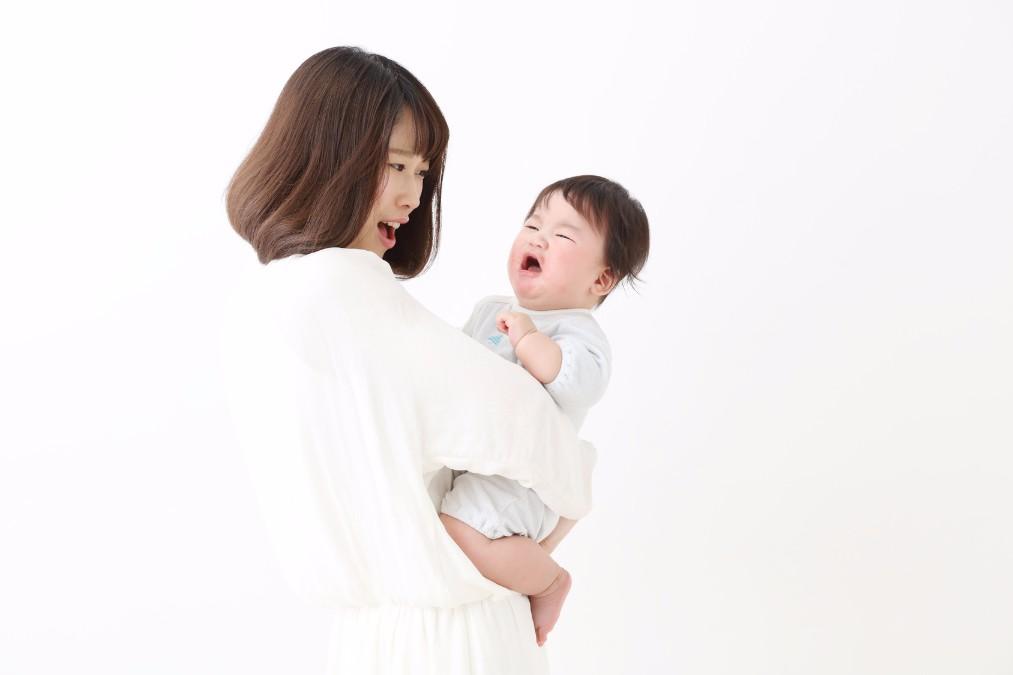 赤ちゃんが後ろに反る3つの理由と、反った時の対処法