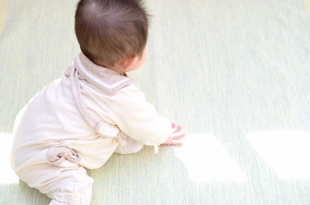 生後10ヶ月でもハイハイを始めない「シャフリングベビー」とは