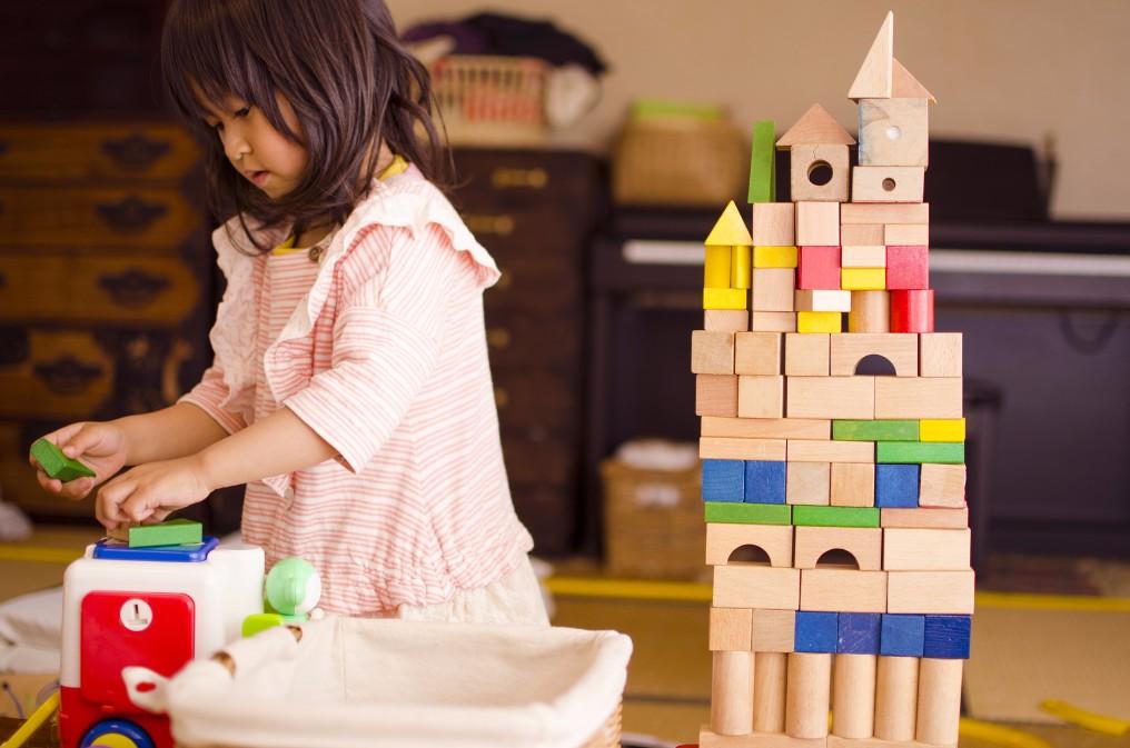 【成長段階に合わせよう】月齢別で見るオススメの知育玩具