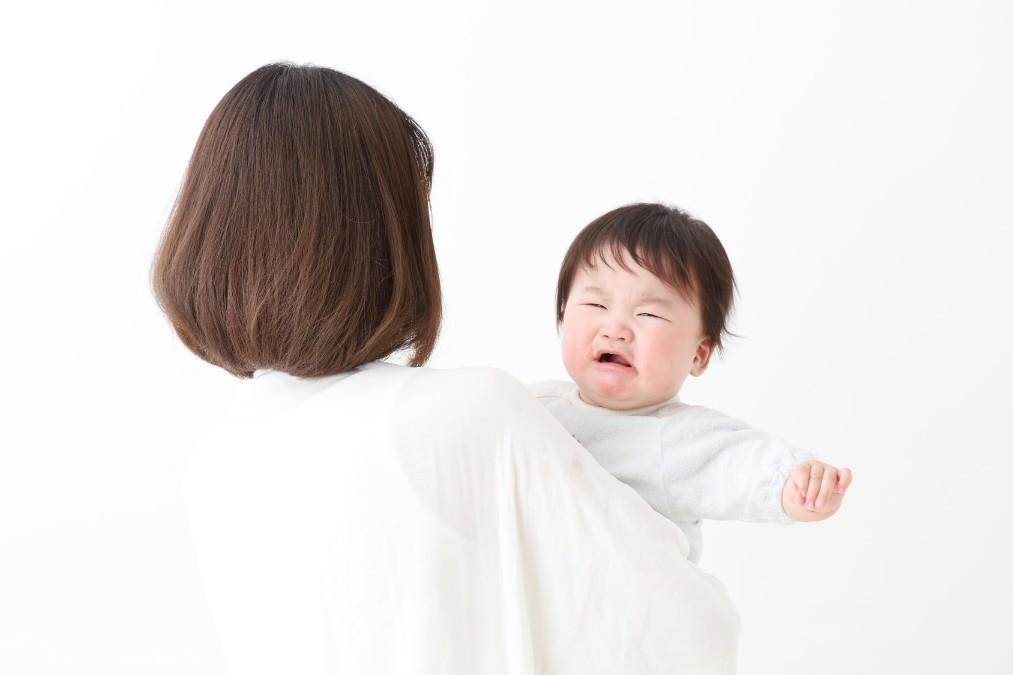 大泣きに困惑。子供が激しい人見知りをする理由と3つの克服法