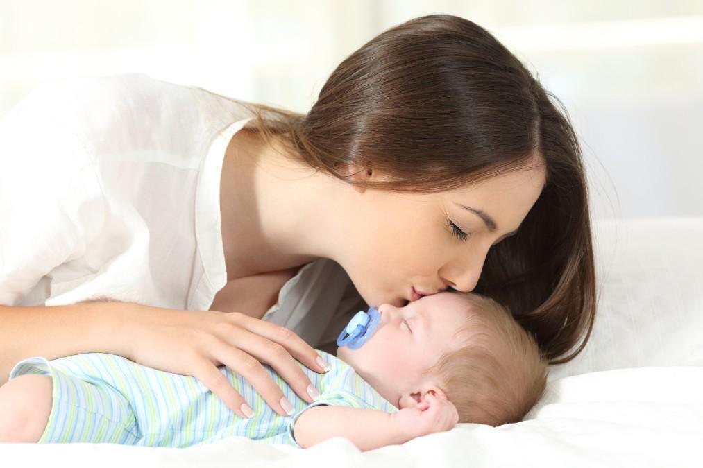 可愛くても「キス」はやめて!赤ちゃんに虫歯菌を移さない方法
