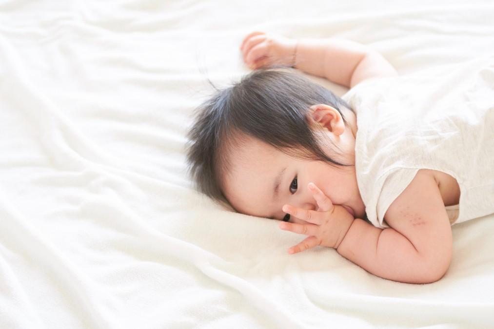 赤ちゃんが指しゃぶりをする4つの理由とやめさせる時期