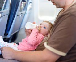 新生児はいつから飛行機に乗せても大丈夫?注意点はコレ
