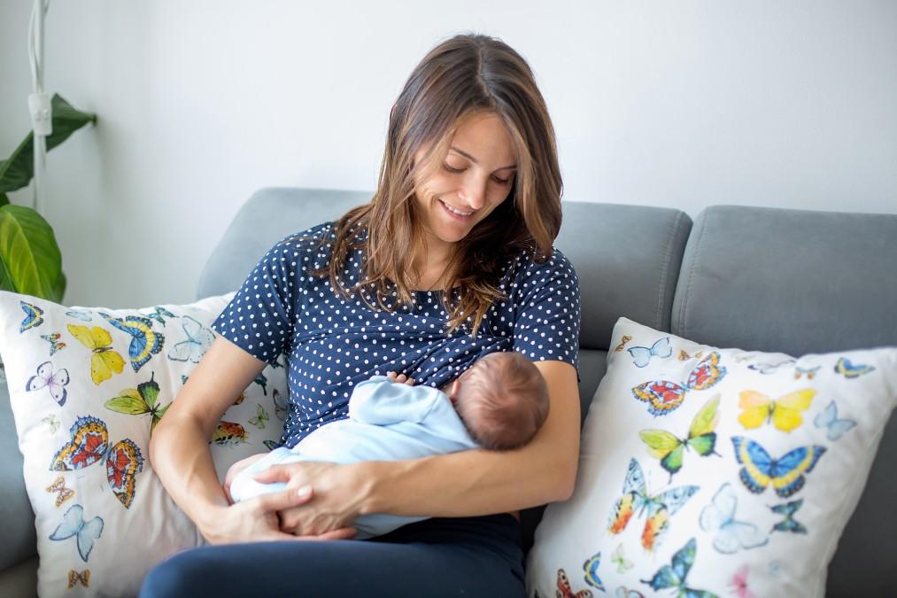 産後の睡眠不足が辛い時の対処法