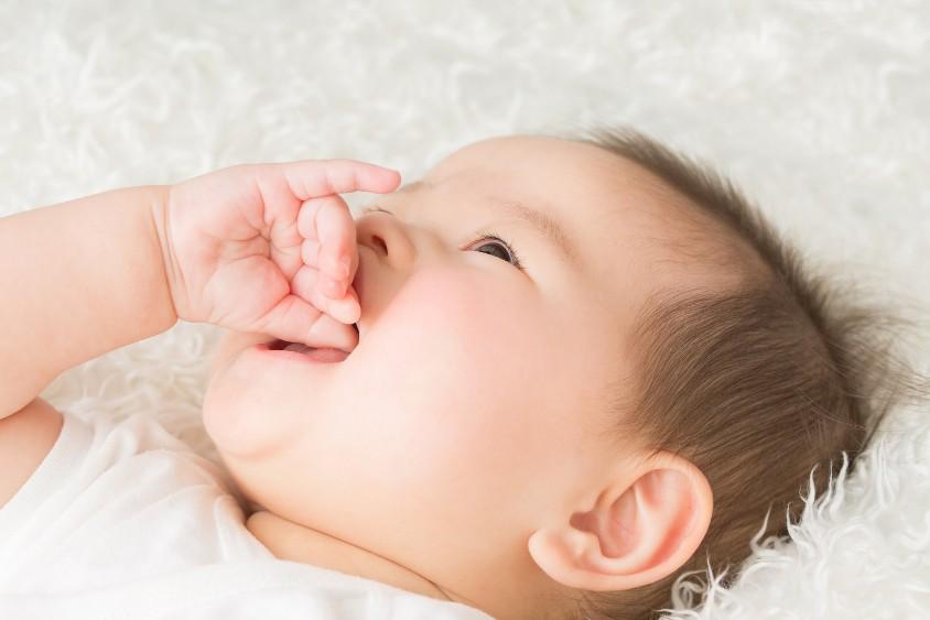 赤ちゃんはいつまで指しゃぶりをするの?